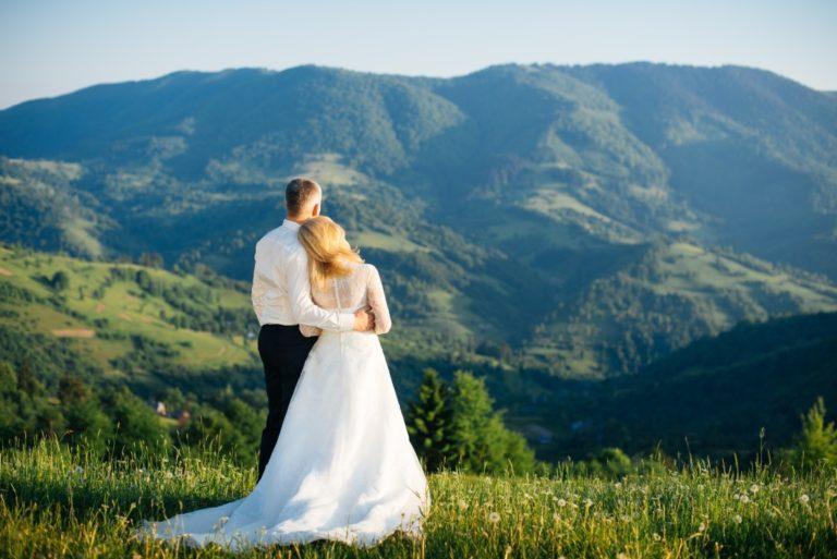 Couple wedding mountains