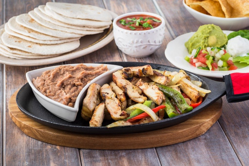 Chicken and liverspread on a sizzling plate