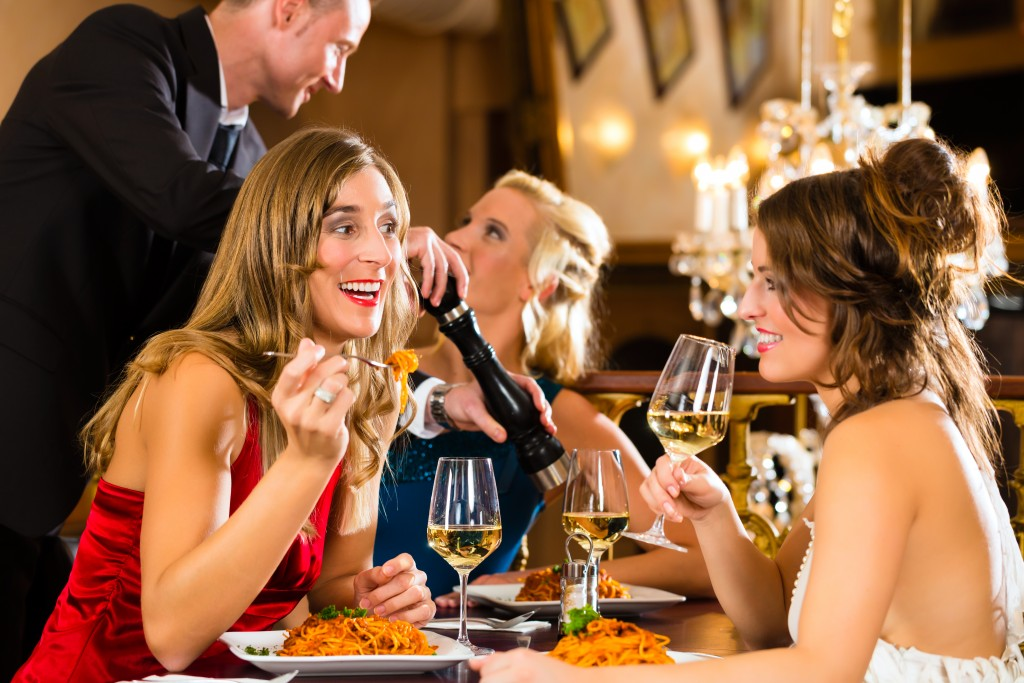 Ways to Save on Planning a Party at a Restaurant